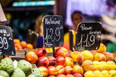 Fruits market, in La Boqueria,Barcelona famous marketplace — Foto de Stock