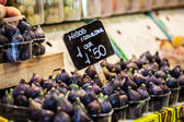 Colourful fruit and figs at market stall in Boqueria market in Barcelona. — Stok fotoğraf