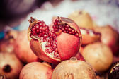 Juicy pomegranate in local market in India — Stock Photo