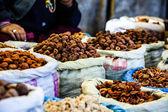Gedroogde vruchten in lokale leh markt, india. — Stockfoto