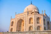 Taj mahal, un famoso monumento histórico, un monumento de amor, la tumba de mármol blanca más grande en la india, agra, uttar pradesh — Foto de Stock