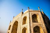 тадж-махал, знаменитый исторический памятник, памятник любви, величайший белые мраморные гробницы в индии, агра, уттар-прадеш — Стоковое фото