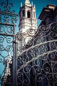 在秘鲁阿雷基帕南北美洲大教堂的侧大门的细节 — 图库照片