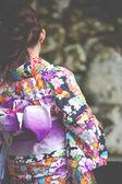 日本妇女穿和服呼吁在京都的清水寺看樱花的传统服饰 — 图库照片