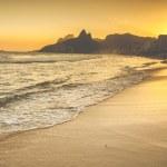 Warm Sunset on Ipanema Beach with People, Rio de Janeiro, Brazil — Stock Photo #48812957