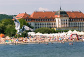 Seagulls flyingon the pier in Sopot, Poland. — Stock Photo