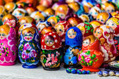 Colorful Russian nesting dolls matreshka at the market. Matrioshka Nesting dolls are the most popular souvenirs from Russia.  — Stock Photo