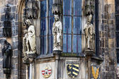Closeup of Prague Town Hall window with sculptures, Czech Republic — Stock Photo