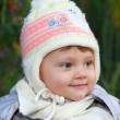 Smiling baby in white hat outdoor autumn background. Closeup por — Stock Photo