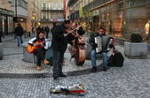 Street orchestra playing music in city center of Prague — Stock Photo