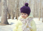 Happy baby girl in hat outdoor winter background — Stock Photo