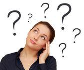Mujer de pensamiento con signos de interrogación por encima de la cabeza aislada — Foto de Stock