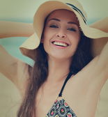 Closeup portrait of smiling woman in hat on summer holidays. Vin — Stock Photo