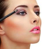 Eyes makeup. Brush applying eye shadows on beauty woman face. Cl — Stock Photo