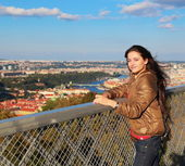 Happy woman looking on Prague view sunny background from high to — Stock Photo
