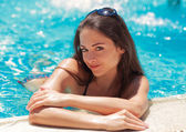 Beautiful smiling woman relaxing on summer holidays — Stock Photo