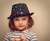 Wonder kid girl in trendy hat looking. Closeup vintage portrait — 图库照片
