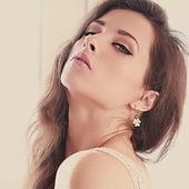Soft light portrait of sexy female model posing. Closeup art portrait — Stock Photo
