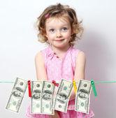 小女孩用的钱 — 图库照片