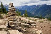 Kamienie na szlaku turystycznym — Zdjęcie stockowe