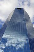 Blaue wolkenkratzer in lexington — Stockfoto