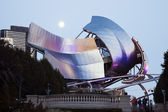 Full Moon above Jay Pritzker Pavilion — Stock Photo