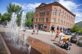 Pedestrians walking the central street of Aspen — Stock Photo