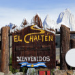 Welcome to El Chalten sign — Stock Photo