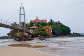 Island with buddhist Parey Duwa temple — Stock Photo