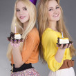Teenage girls with birthday cakes — Stock Photo
