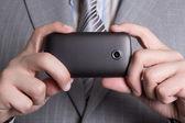 Mobilkamera i manliga händer — Stockfoto