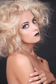Seductive woman with blondie shaggy hair and creative makeup — ストック写真
