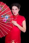 Portrét krásné gejši v japonské šaty s ventilátorem — Stock fotografie