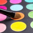 Make-up brush and eyeshadow palette close up — Stockfoto