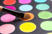Make-up brush and eyeshadow palette close up — Stock Photo
