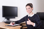 Beautiful successful business woman thumbs up in office and pc m — Foto de Stock