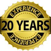 20 jaar ervaring gouden label met lint, vectorillustratie — Stockvector
