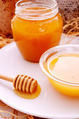Honey dripper and jar of honey — Stock Photo