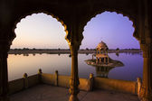 Gadi sagar lake in jaisalmer, rajasthan, india — Stockfoto