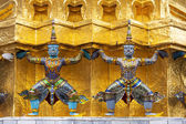 Guardians Surrounding Temple, Golden Pagoda at Wat Phra Kaew , B — Stock Photo