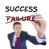 ビジネスマンは、見上げるとソリューションの成功のための目的を書く — ストック写真