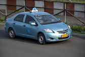 Blue bird taxi — Stockfoto
