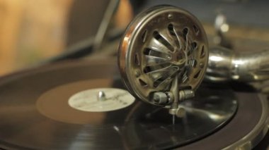 Old gramophone — Stock Video