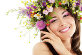Woman beauty face makeup with summer field wild flowers fresh na — Stock Photo