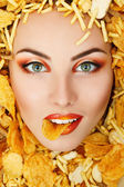 Woman beauty face with unhealth eating fast food potato chips ru — Stock Photo