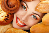 Woman beauty face with bread bun patty baking food — Stock Photo