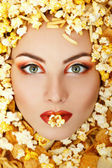 Woman beauty face with unhealth eating fast food popcorn potato — Stock Photo