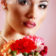 Beautiful woman with pink flower retro glamour beauty portrait — ストック写真