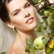 Beautiful bride with apples — Stock Photo