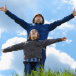 Happy father with little son enjoying life over blue sky — Foto Stock